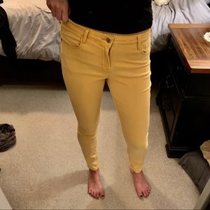 Beautiful mustard colored rockstar jeans!